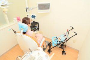 赤ちゃんやお子様と一緒に治療できます!